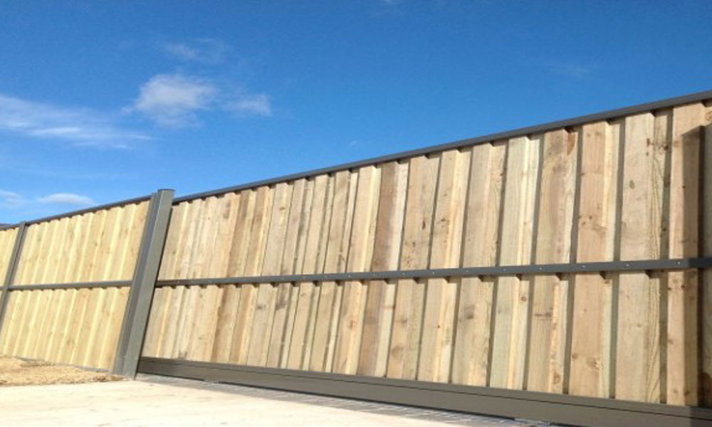 Lap and Cap Timber Fencing 1