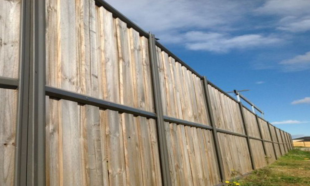 Lap and Cap Timber Fencing 2