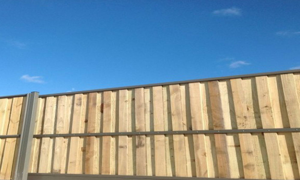 Lap and Cap Timber Fencing 3