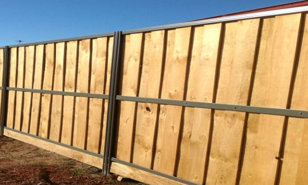 Lap and Cap Timber Fencing 4